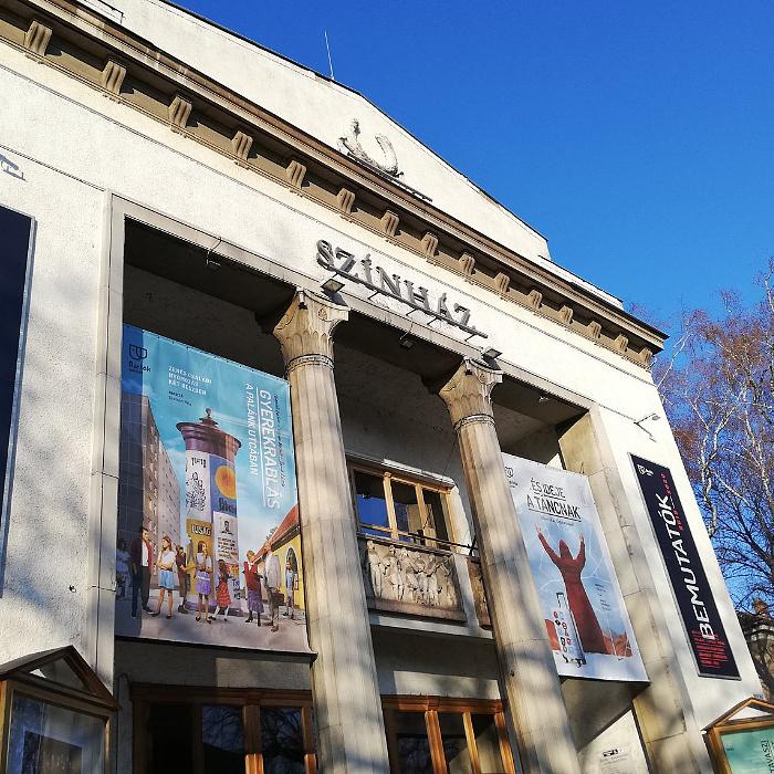 Teljesen bezár a dunaújvárosi színház, csak online közvetítéseket tartanak